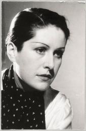 朵拉瑪爾是一位法國攝影師、詩人兼畫家,但其最知名身份仍是畢卡索的情人。