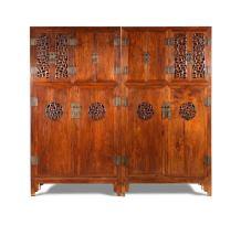 方角櫃一對 中國,十八世紀晚期至十九世紀初期 黃花梨 高198 x 寬105.5 x 深47.5公分 不同於一般中國古家具,這對方角櫃構造並不完全對稱。門板和櫃的側面透雕拐子龍紋。這對櫃很深,由密封和透風的不同間隔組成,顯示它們可能用於存儲不同大小和材質的物品。