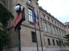 吉美博物館門前便是Lena地鐵站,而從凱旋門,亦可沿Lena路,步行十五分鐘便到。