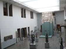 一進入吉美博物館,在大堂便見到佛像陣,震撼,而該些佛像皆來自柬埔寨吳哥窟。