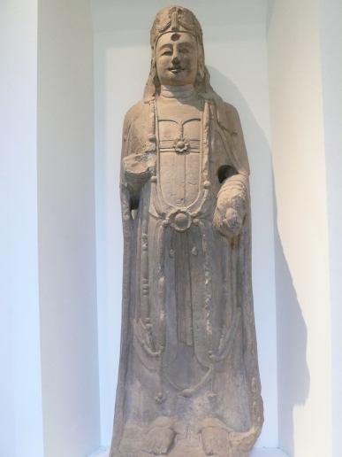 六世紀魏朝時代,中國北方一尊菩薩像。