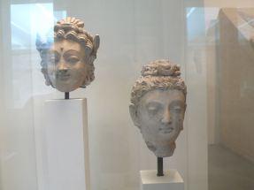 三至四世紀阿富汗Hadda地區佛像。如此早期的佛像,明顯受希臘雕像影響。