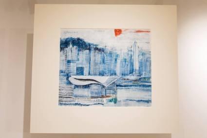 香港會議展覽中心,像一隻白色水母停泊在海旁,背景是灣仔和中環的商廈…… 南華早報 66 x 57厘米