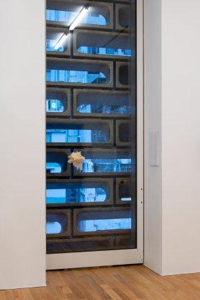 "程展緯 《鳥籠》 2018年 綜合媒材 尺寸可變 大館當代美術館《拆棚》展覽場景,2018年6月至8月 Luke Ching Chin Wai Bird Cage 2018 Mixed media Dimensions variable Installation view of ""Dismantling the Scaffold"", Tai Kwun Contemporary, June - August 2018"
