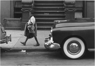 Roy DeCarava, Boy walking between cars, 1952; Courtesy of The Estate of Roy DeCarava and David Zwirner.