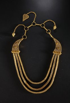 金項鍊 南宋 ,「南海 Ⅰ號」沉船出水 廣東省文物考古研究所借展 Gold necklace Southern Song dynasty (1127-1279) Salvaged from Nanhai No. 1 shipwreck in 2014 On loan from Guangdong Provincial Institute of Cultural Relics & Archaeology