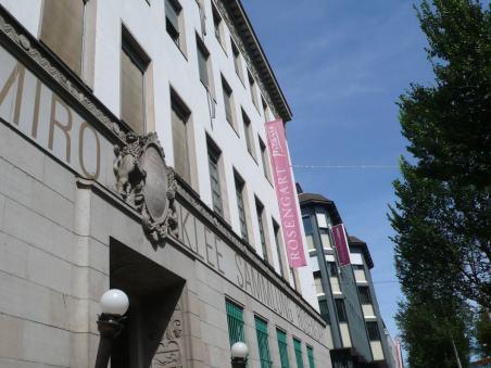 瑞士德語區城市Luzern的Museum Sammlung Rosengart,門口插有旗幟,上寫ROSENGART's Picasso。