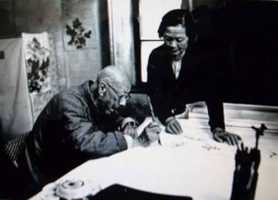 張伯駒先生與夫人潘素在鑒賞書畫