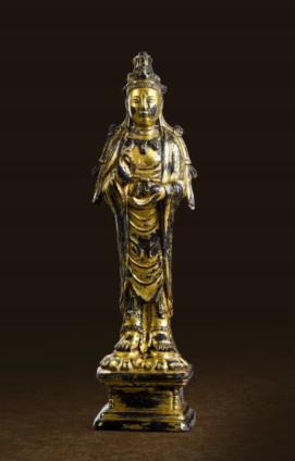 拍品編號 7856, 遼 銅鎏金觀音菩薩立像, 高 15.6 cm, 估價:HK$ 800,000;圖片由藝術家及萬昌斯提供 Lot 7857, A Gilt-bronze Figure of Guanyin, Liao Dynasty (907-1125), H 15.6 cm, Est. HK$ 800,000; Courtesy of the artist and Marchance Auctioneers