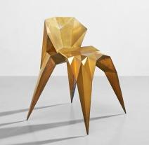 張周捷,《〈SQN1-F2B-黃銅〉椅子,三角測量系列》,2014年設計;估價:50,000 – 80,000港元。