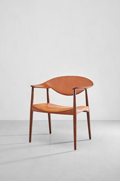 埃特納·拉森和阿克塞爾·本德·馬德森(Ejner Larsen and Aksel Bender Madsen),《大都會扶手椅,型號2842/L》,1949年設計;估價:80,000 – 120,000港元。