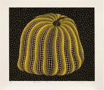 黃色南瓜 Yellow Coloured Pumpkin 草間彌生,1994年作,絲網印刷紙本,圖像:45.5 x 52.5 cm,紙張: 55 x 63.5 cm Yayoi Kusama, Executed in 1994, screenprint, image: 45.5 by 52.5 cm., sheet: 55 x 63.5 cm Courtesy to Sotheby's